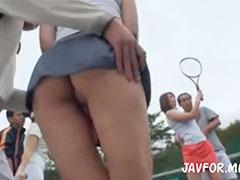 尻がみえるテニスウエア