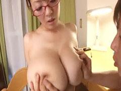 超乳のおばさん